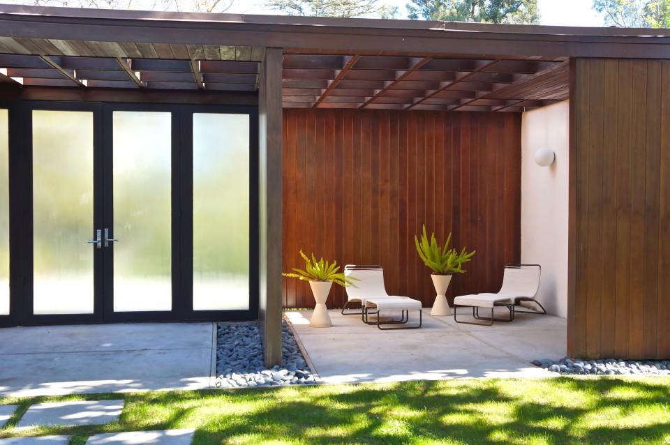 modern minimal courtyard